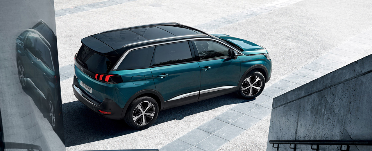 New Peugeot 5008 SUV side view